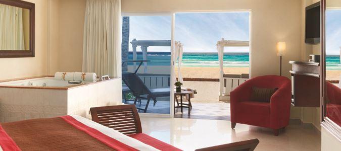 Royal Junior Suite Beachfront Walkout