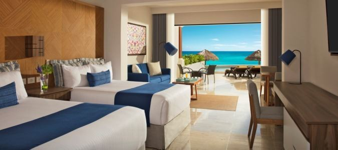Preferred Club Junior Suite Beach Front Swim Out - Double