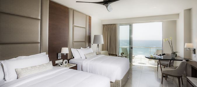 Royale Deluxe Oceanview Guestroom