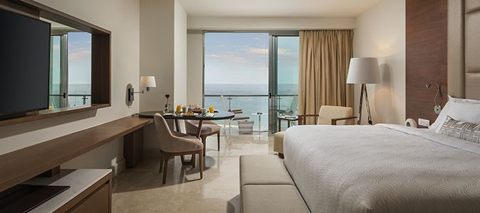 Royale Deluxe Honeymoon Oceanview Suite