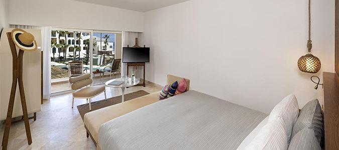 Aura Guestroom