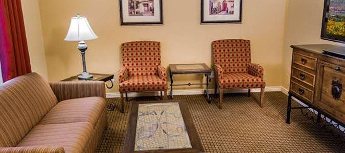 Suite King Town View Livingroom