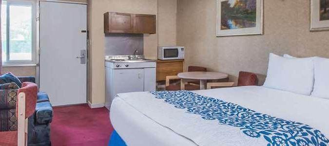 1 Queen Bed Kitchenette Suite