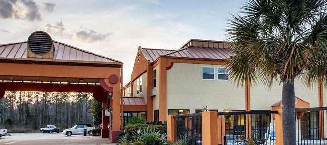 Econo Lodge Inn & Suites hotel in Diamondhead, MS