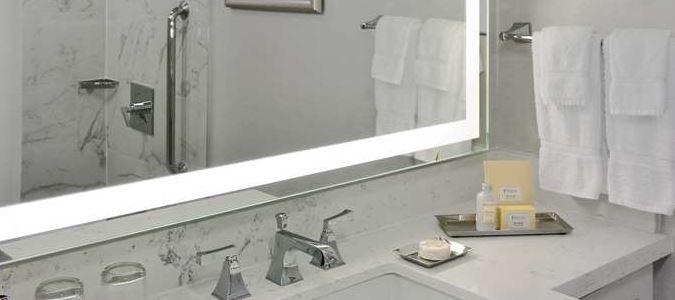 Deluxe standard bathroom