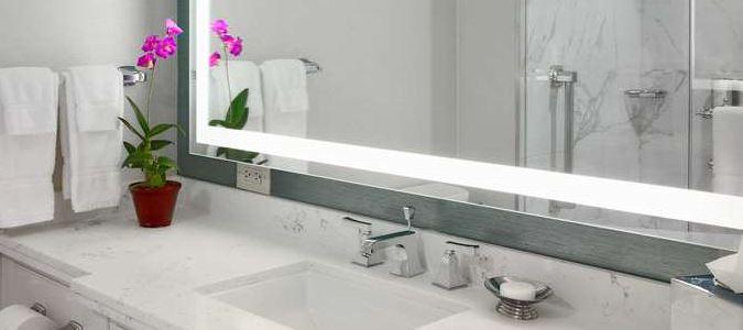 R Club King Bathroom